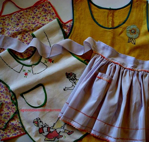 Array_little girl aprons_Vintage Hosp photo www